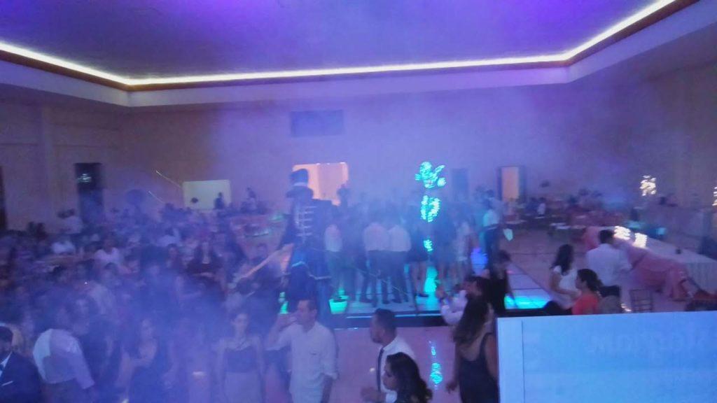 robot led y pista de baile